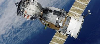 Faut-il privilégier une connexion internet par satellite ou la fibre ?